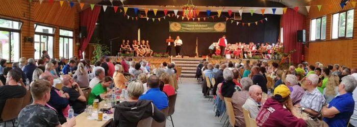 Bühne mit Publikum